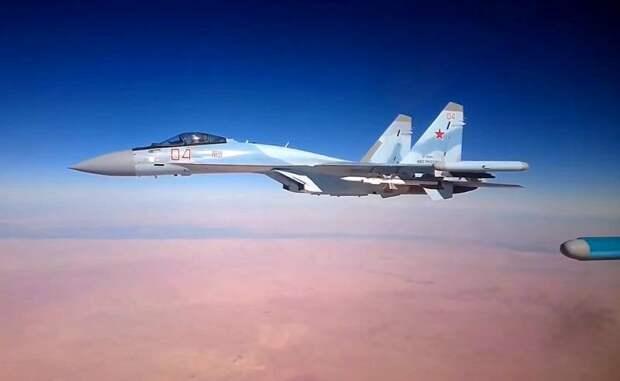 Американские летчики столкнулись с отказом систем из-за приближения Су-35 в небе Сирии