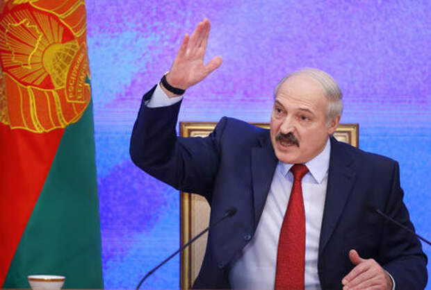 «Не надо батарею всовывать в багажник» - Лукашенко поездил на Тесле и отжег