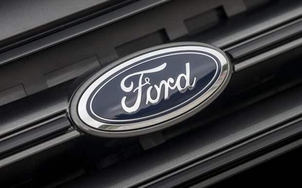 Ford предлагает заливать омывайку через эмблему