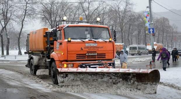 Более 384 кубометров снега вывезли с территории Северного за сутки