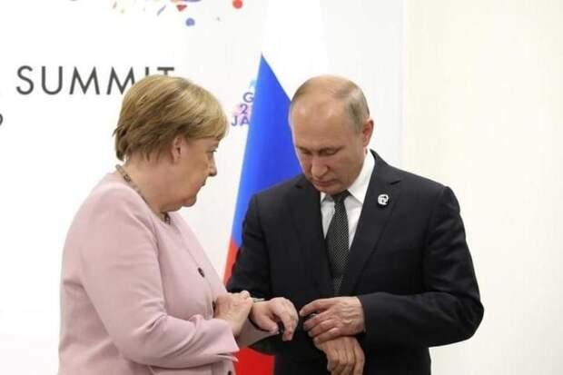 Меркель продолжает ждать от Москвы объяснений по ситуации с Навальным