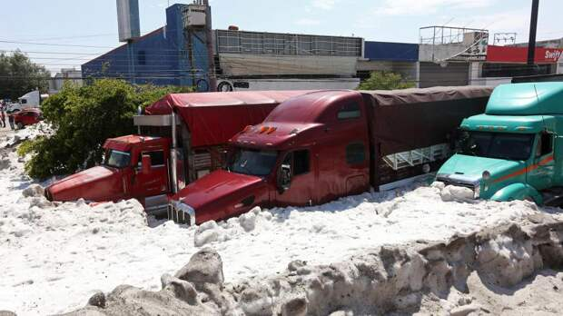 Мексиканская Гвадалахара впервые оказалась подо льдом из-за сильного града