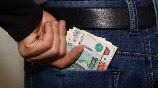 Женщина отдала аферисту сотни тысяч рублей из-за интимных фото