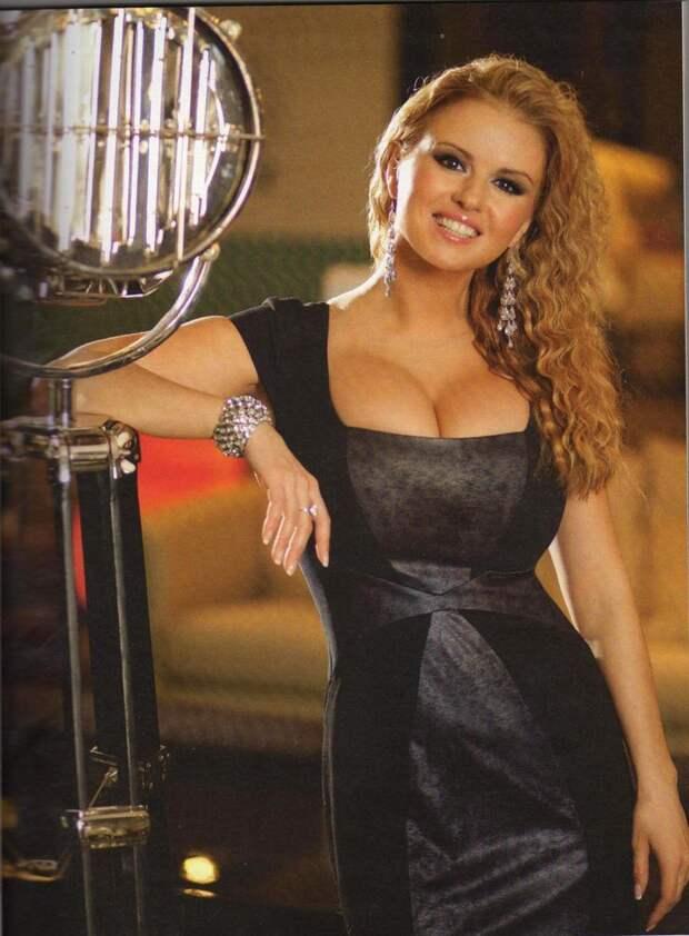 Юная Анна Семенович во всей своей красе.