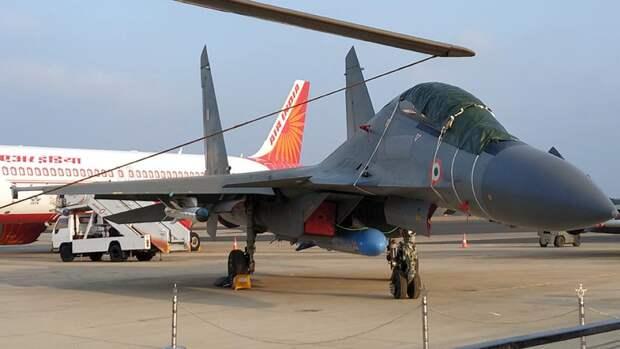 Российский тяжелый истребитель поколения 4+Су-30МКИ ВВС Индии на выставке Aero India в Бангалоре