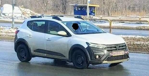 Renault тестирует в России обновленный хэтчбек Sandero