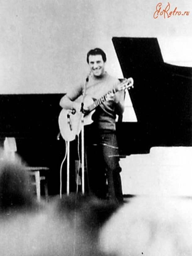 Владимир Семёнович Высоцкий в Кисловодске ( музыкальная раковина Филармонии) 27 сентября 1978 года