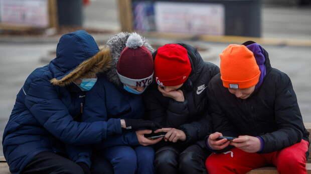Психолог заявил, что дошкольники стали проводить больше времени с гаджетами на фоне пандемии