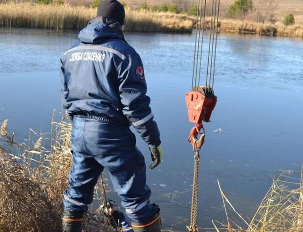Иномарка съехала в пруд в Удмуртии: погибли 2 человека