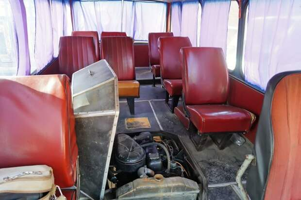 Салон с открытым кофром мотоотсека АКХ-60, авто, автобус, икарус, олдтаймер, ретро техника, самоделка, самодельный автомобиль