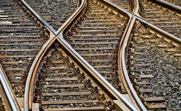В Крыма девочка-подросток хотела сделать «селфи» на фоне идущего поезда. Итог?