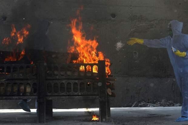 В Индии печи стали плавиться от количества сжигаемых трупов