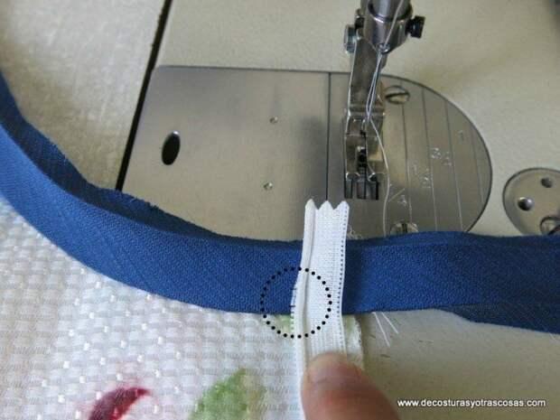 Обработка края потайной молнии при окантовывании горловины/проймы косой бейкой