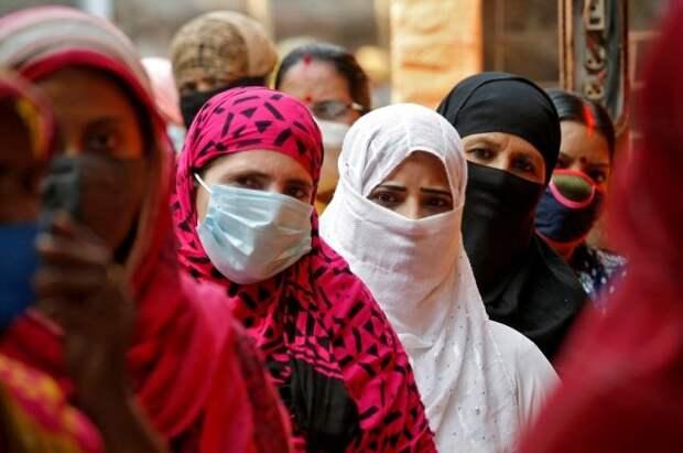 Жителям Индии рекомендовали носить маски дома