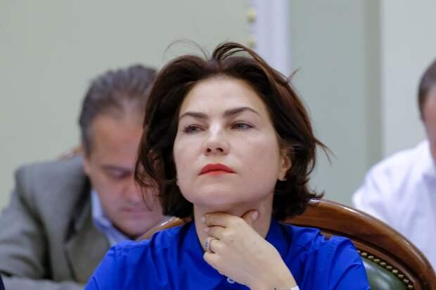 Генпрокурор Украины мечется промеж умными и красивыми, но всюду ей не рады