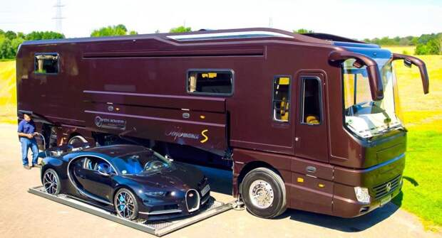 Роскошный автодом со встроенным гаражом для Bugatti Chiron