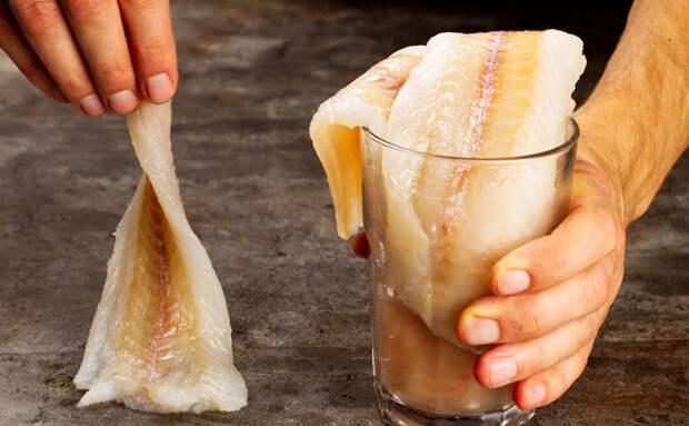 Обмакиваем минтай в горчице с майонезом и ставим в духовку. Получается вкуснее чем в ресторане