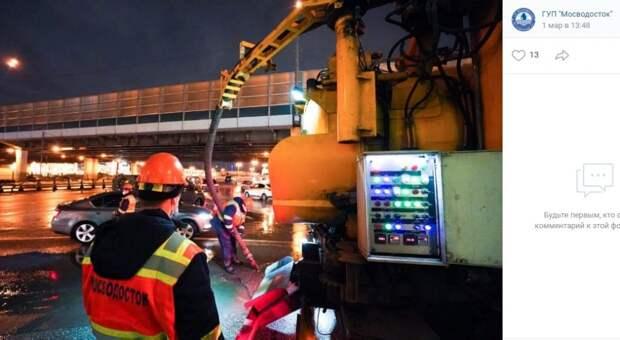 Бригада «Мосводостока» работает в Митине в усиленном режиме в связи с оттепелью