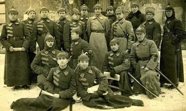 Позже буденовка ассоциировалась исключительно с Красной армией, стала ее символом