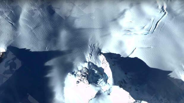 У берегов Антарктиды заметили загадочный объект
