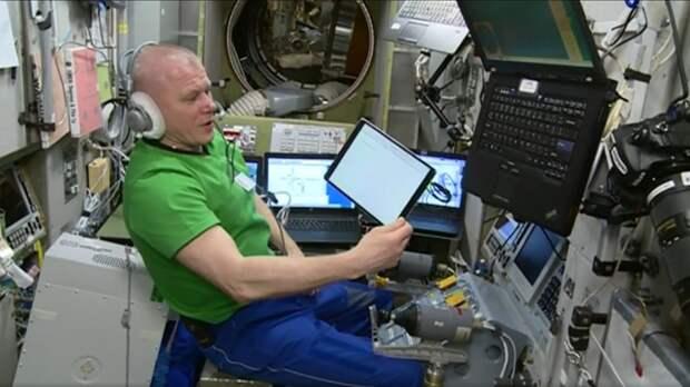 Космонавты «Роскосмоса» проголосовали с МКС на выборах в Госдуму