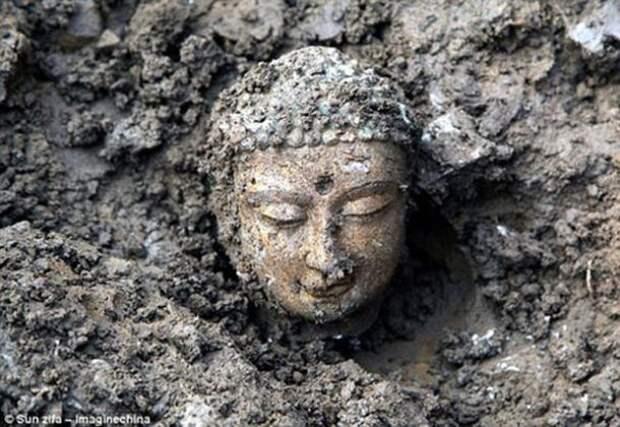 В Китае нашли три тысячи статуй Будды