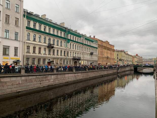 Задержания с электрошокером, хаотичные перемещения по центру и перекрытые улицы. Как прошла несогласованная акция в поддержку Навального