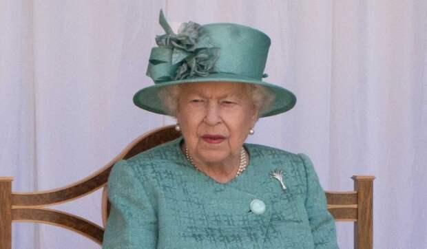Народ в шоке от наплевавшей на традиции Елизаветы II