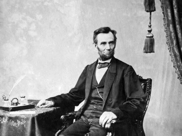 В США на аукционе продали прядь волос Авраама Ликнкольна