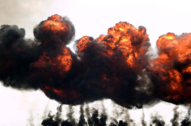 взрыв и огонь
