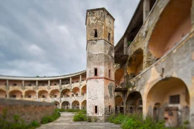 Итальянский Алькатрас: бывшую колонию на острове Санто-Стефано планируют превратить вмузей