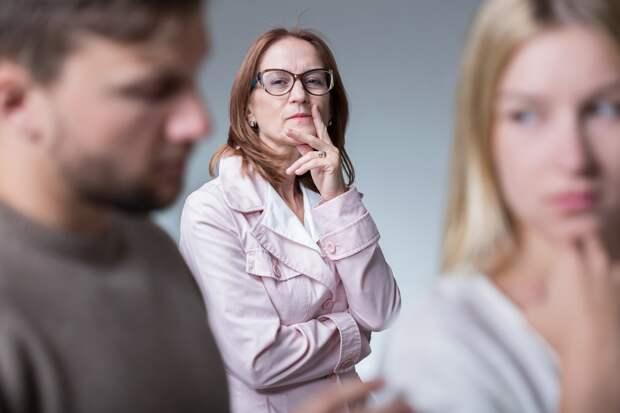 Свекровь не даёт нам наладить отношения с мужем