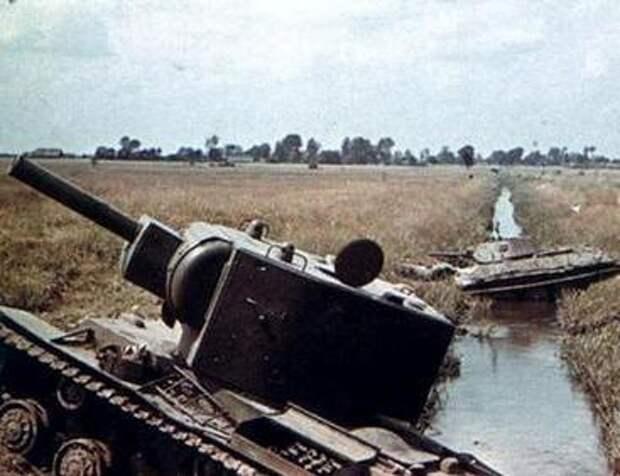Брошенные советские танки КВ и Т-34 []