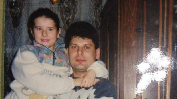 «Быть дочерью Юрия Хоя — почётная миссия»: Ирина Клинских — об отце, музыке и эпохе 90-х