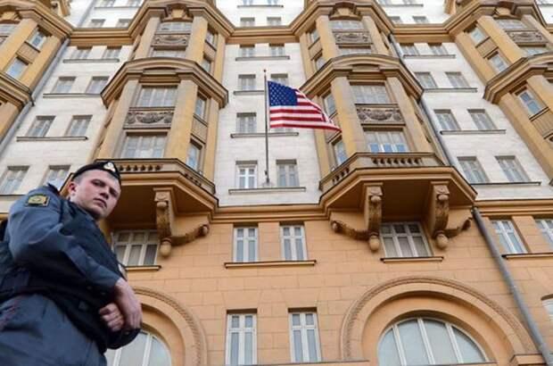 Русские заставили дипломатов США мыть туалеты посольства
