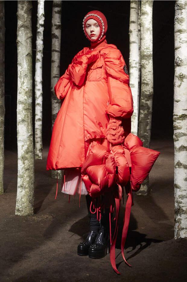 Ноу-хау в мире моды: платья из пуховиков