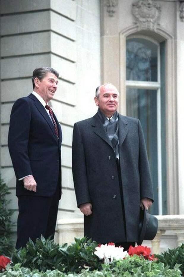Горбачев и Рейган, 1985 год