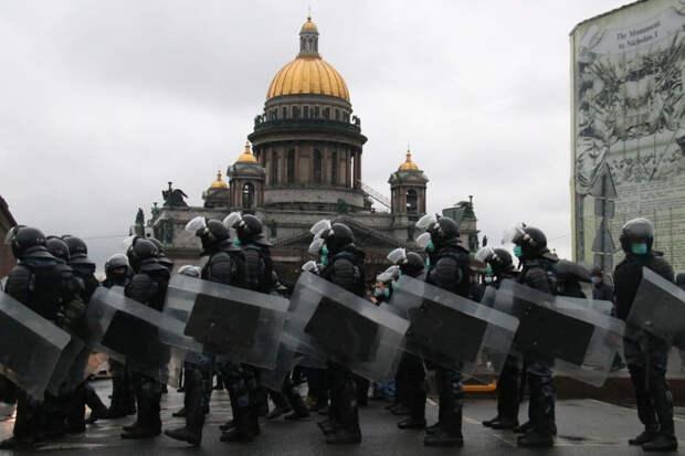 Разброд и шатание: незаконный митинг «развалился» в центре Петербурга