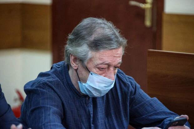 «Непускают»: Ефремова заперли вбольнице