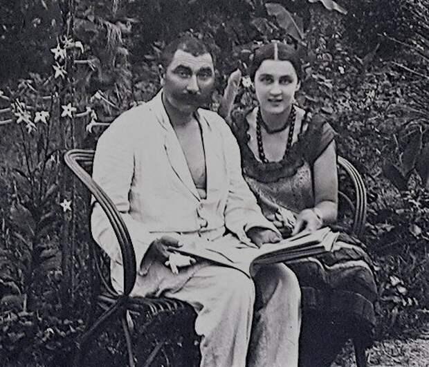 Почему Сталин посадил жену маршала Буденного