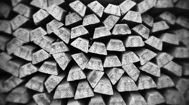 Забор из металлопрофиля: что это такое и с чем его едят