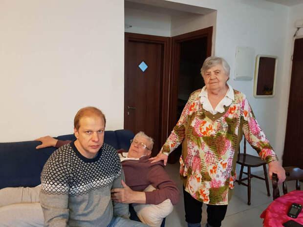 Андрей с родителями в 2018 году