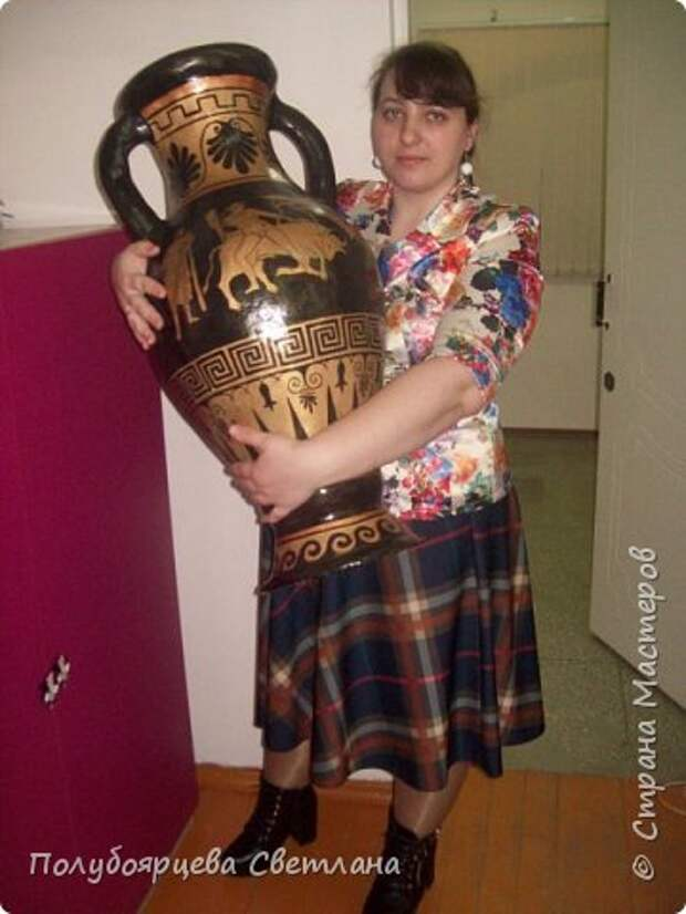 Ваза своими руками Перед тем как изготовить вазу, я долго думала из чего же мне сделать сосуд, напоминающий древнегреческую амфору, и, остановилась на варианте изготовления вазы из картона в технике папье-маше. Здесь, я пошагово расскажу как я это делала и что получилось в итоге. фото 1