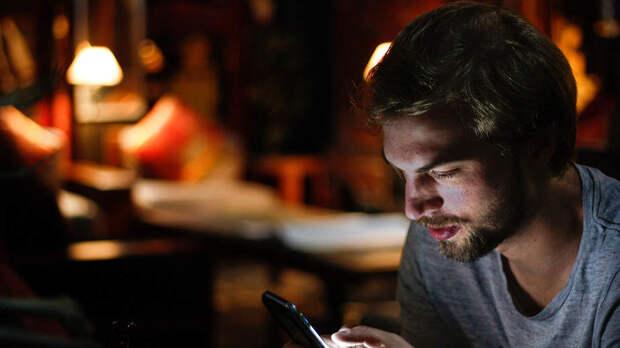 Раскрыта опасность использования смартфонов перед сном