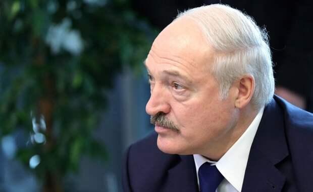 Александр Лукашенко заявил, что конституция Белоруссии написана «не под женщину», дамы ответили