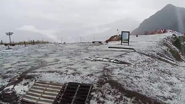 За сутки на Сочи обрушились смерчи, сошел сель и выпал снег
