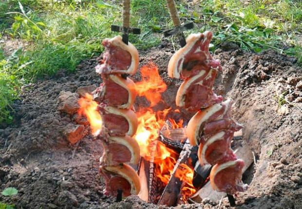Делаем мангал в яме: для шашлыка нужно только мясо и шампуры