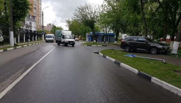 В Подольске иномарка врезалась в «Газель» и снесла дорожный знак