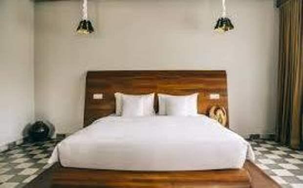 Необычное решение: керамическая плитка в спальне