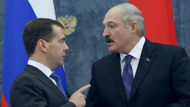 """""""Мы помогаем, занимая деньги из нашей экономики"""": Медведев напомнил Лукашенко о российских кредитах на $6,5 млрд"""